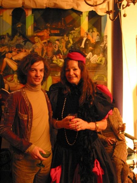 v.l.n.r. Burgy Zapp (Gastgeber Künstlersalon Berlin) Isabella Pridat (Autor dieses Artikels)
